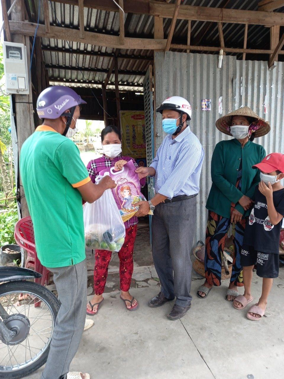 Hội Nông dân huyện Cờ Đỏ làm tốt công tác tuyên truyền, vận động hội viên phòng chống dịch COVID-19
